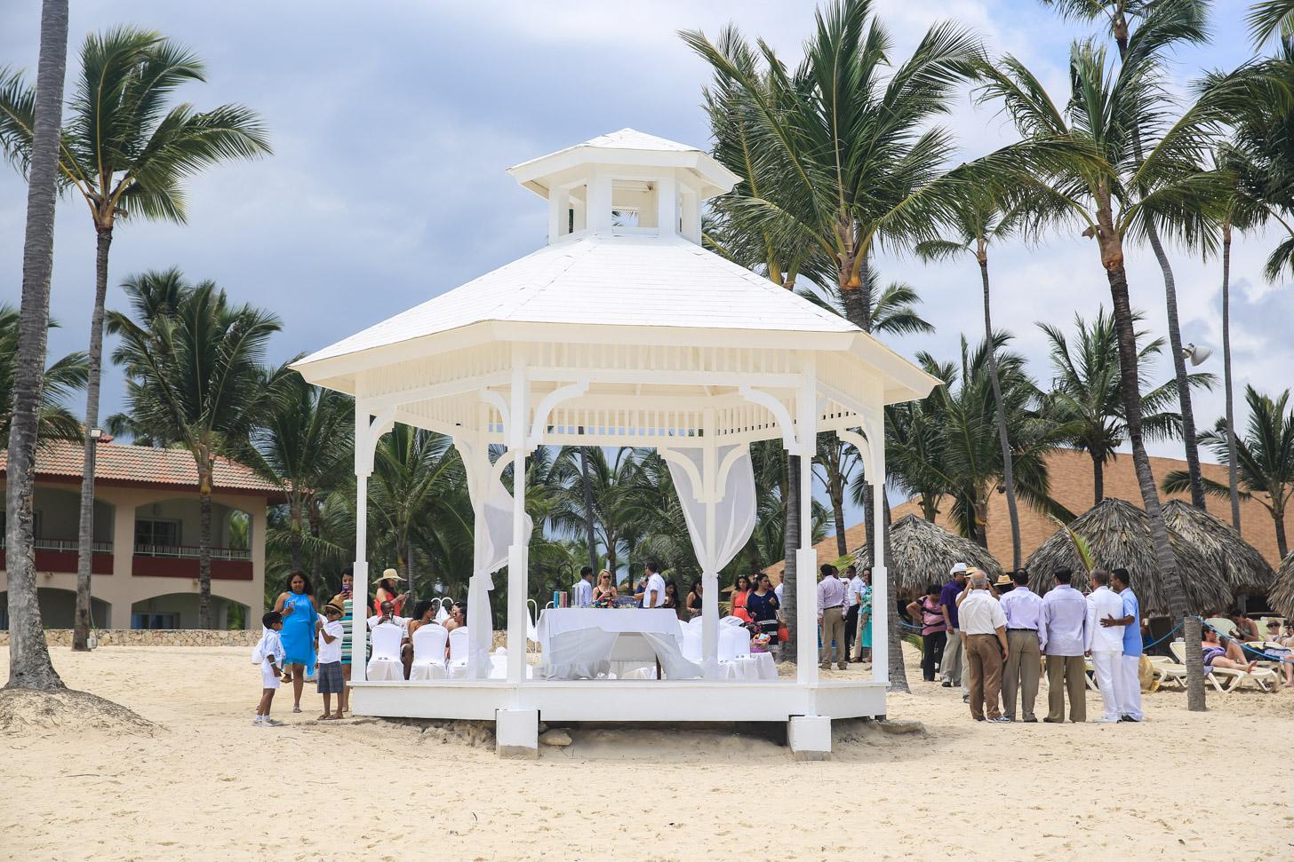 Huwelijksceremonie op het strand van Punta Cana