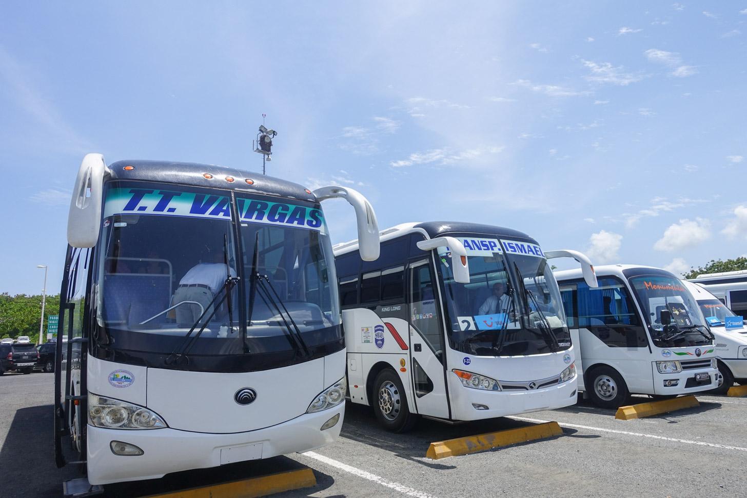 Transport van de luchthaven naar het hotel met de bus
